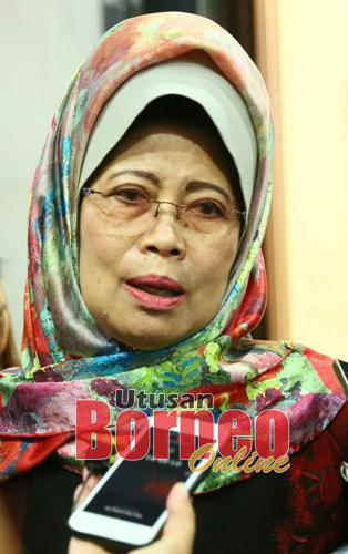 Fatimah lebuh dikerandau raban pengarang berita ba Wisma Bapa Malaysia, seharitu.